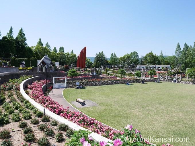 開放感いっぱいの芝生広場