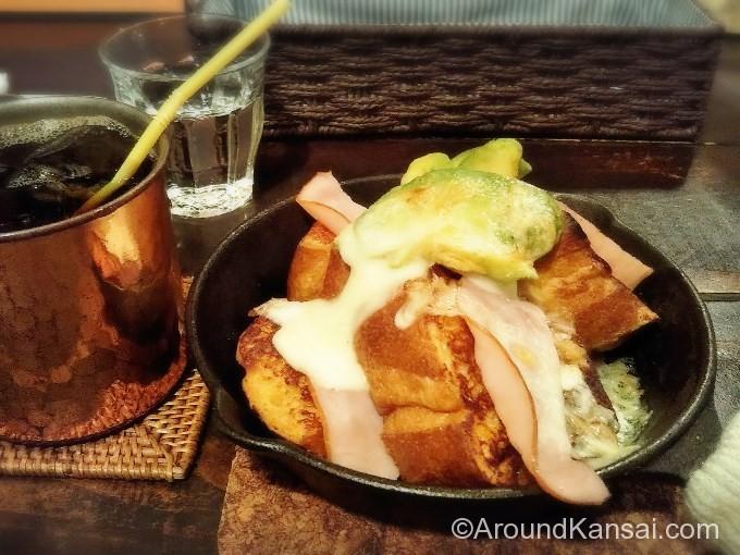 フレンチトースト+ハムチーズアボカド、トロトロで美味しい!