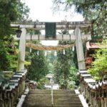 宝山寺の鳥居に着きます