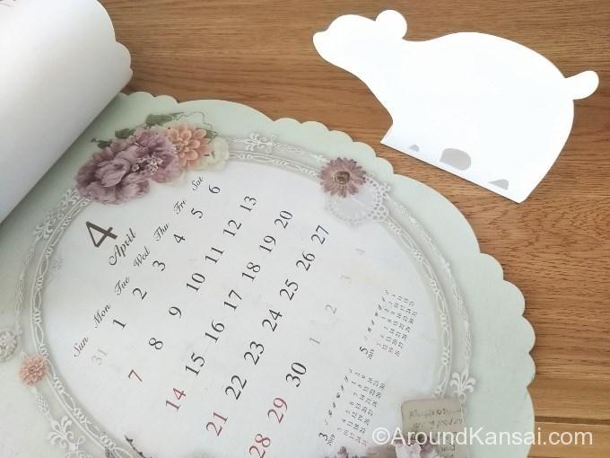 セリアで買ったカレンダーとブックエンド