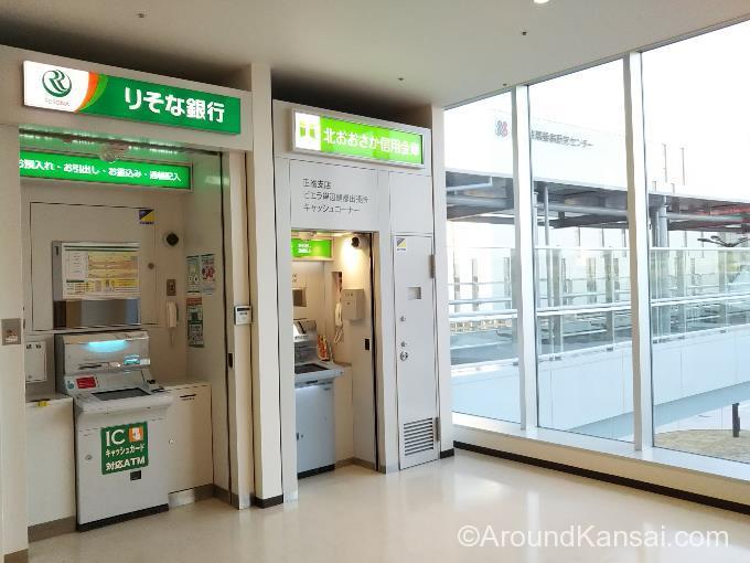 ビエラ岸辺健都2Fにある、りそな銀行、北おおさか信用金庫ATM