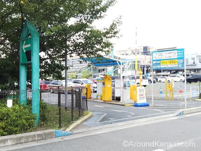 フレンドマート岸辺店の駐車場入口