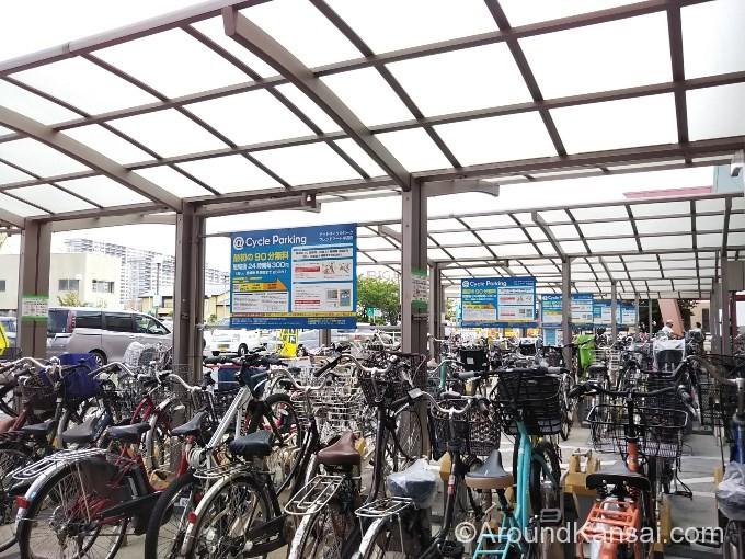 フレンドマート岸辺店の駐輪場