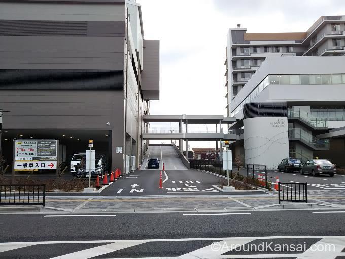 ビエラ岸辺健都の駐車場入口