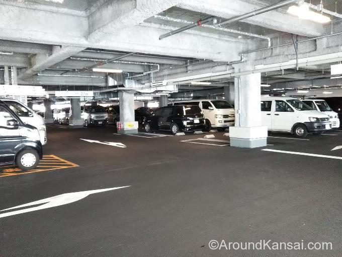 ビエラ岸辺健都の駐車場内のようす