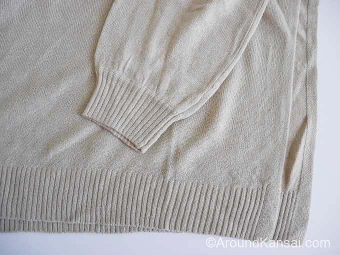 袖口と裾はリブ編み