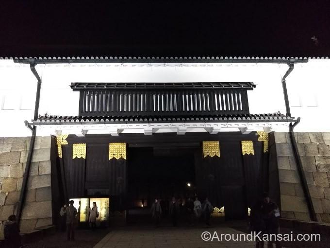 東大手門のライトアップ