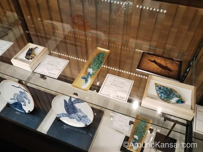 京七宝のブローチ、飾り皿など