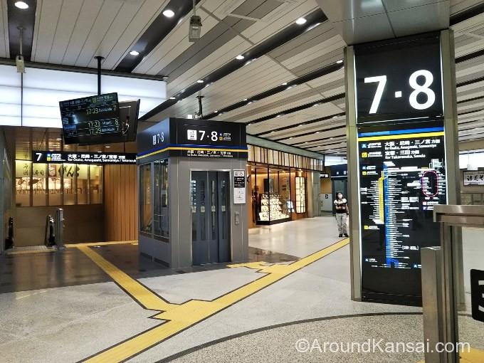 新大阪駅7・8番ホームから大阪へ向かいます