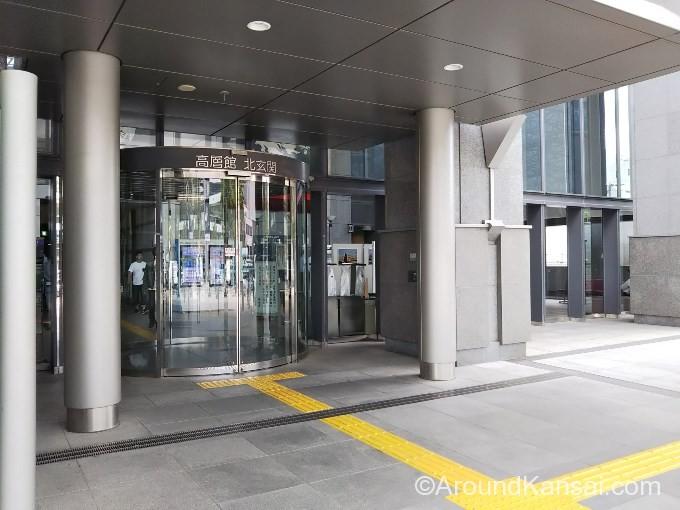 高層館・北玄関から入りましょう