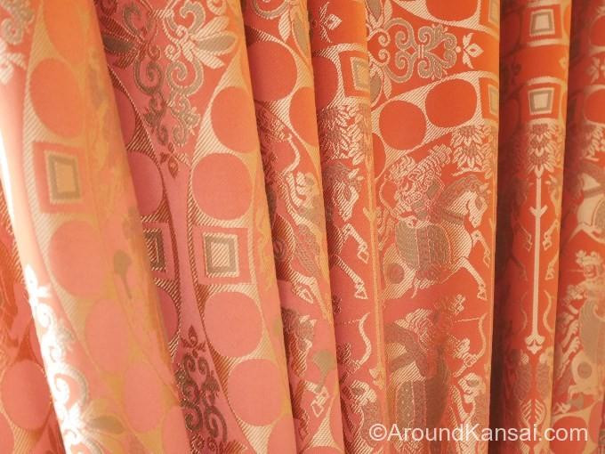 龍村が復原したカーテン。オリジナルは展示室で見ることができます