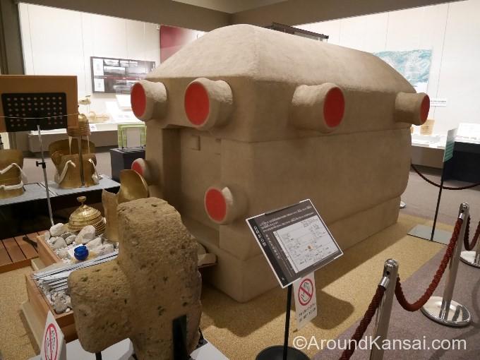 仁徳天皇陵古墳の石棺(復元模型)