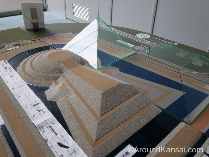 仁徳天皇陵とクフ王のピラミッドの大きさ比較