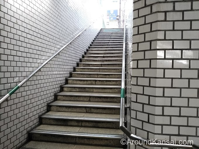 さらに階段を上ります