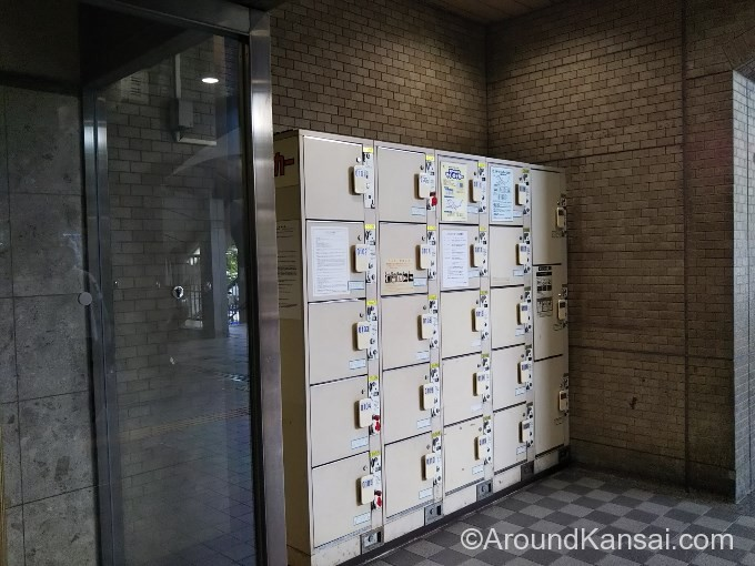 阪急宝塚駅からJR宝塚駅方面への出口にあるコインロッカー