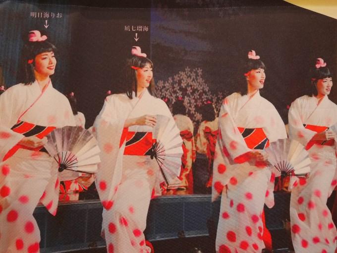 2003年 月組公演『花の宝塚風土記』(左)