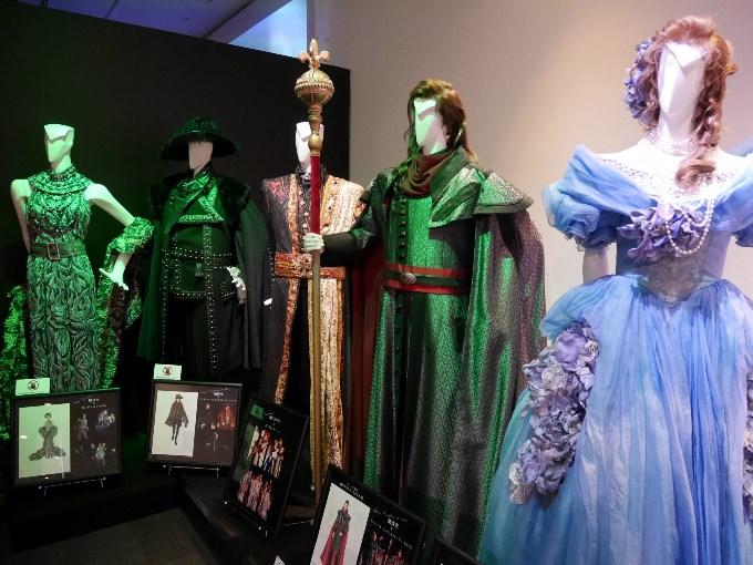 衣装手前からベアトリーチェ、コンデュルメル、コンスタンティーノ、コンデュルメル、コンデュルメル夫人