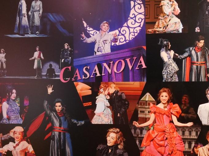 花組『CASANOVA』舞台写真パネル、アップで