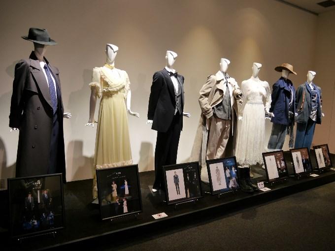 衣装左からカウフマン、シュザンヌ、フロリアン、カール、マルギット、トビアス、マルチン