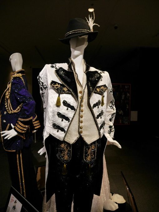 フィナーレ 珠城りょうさんの衣装