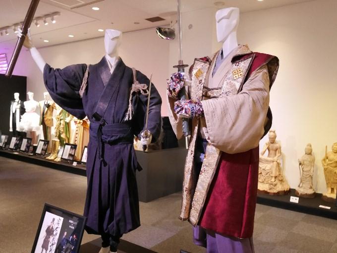 宮本武蔵(珠城りょう)、佐々木小次郎(美弥るりか)の衣装