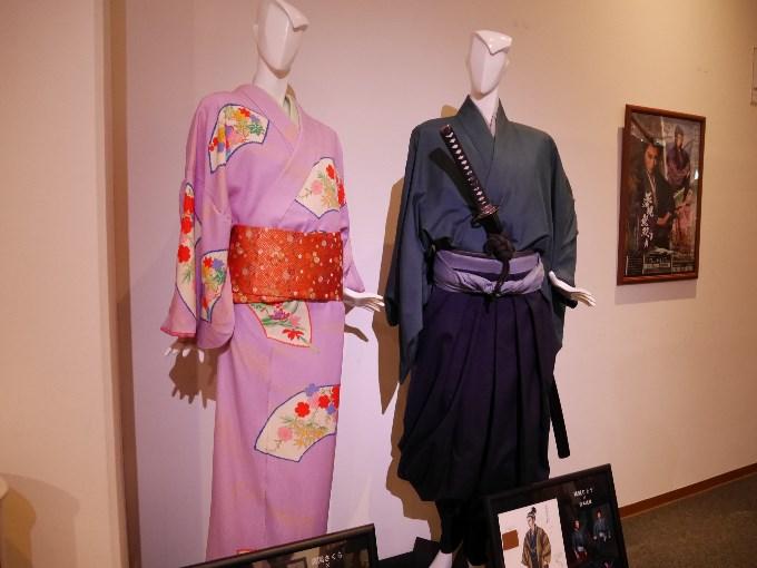 宮本武蔵(珠城りょう)、お通(美園さくら)の衣装