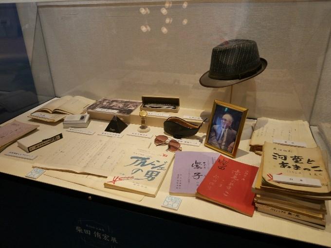 柴田先生の直筆原稿と台本、愛用品の数々