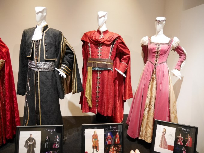 グイド、ジュリアーノ、カテリーナの衣装