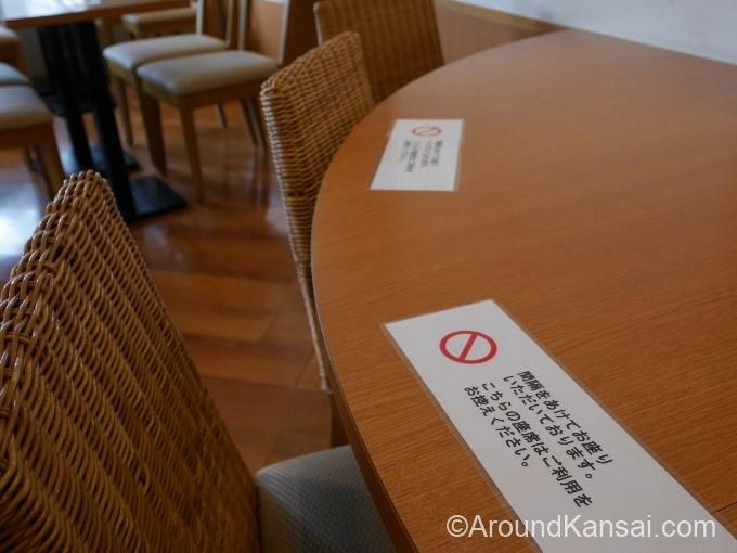 フルールの店内、コロナ対策で使用禁止の席も