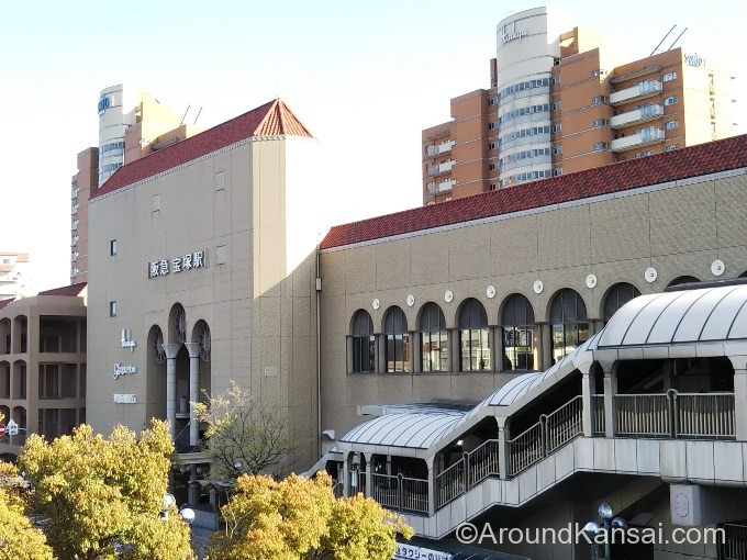 連絡通路からは阪急宝塚駅が見えます