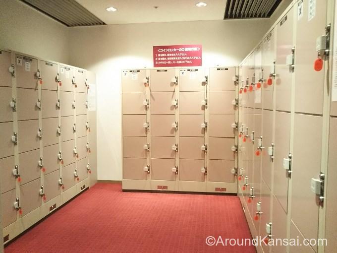 宝塚大劇場改札内、中型・小型のコインロッカー