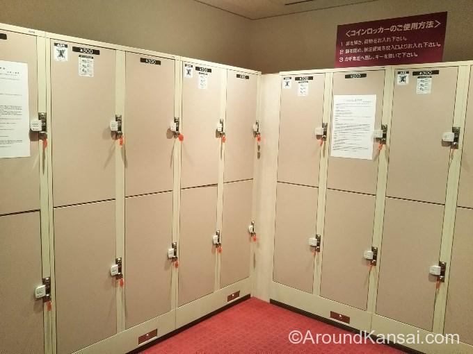 宝塚大劇場改札内、大型のコインロッカー