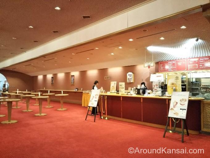 ラウンジは大劇場の改札内です
