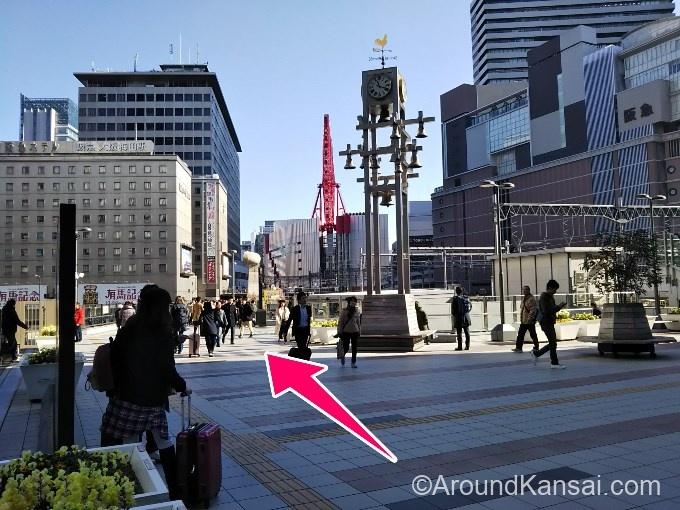 ルクアを通りすぎるとカリヨン広場です