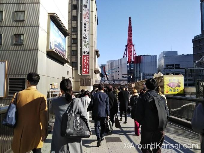 新阪急ホテルに向かって歩きます