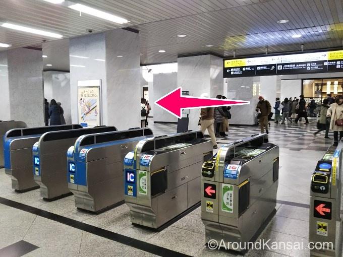 JR大阪駅 御堂筋出口の改札を出ます