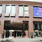 梅田芸術劇場の入口