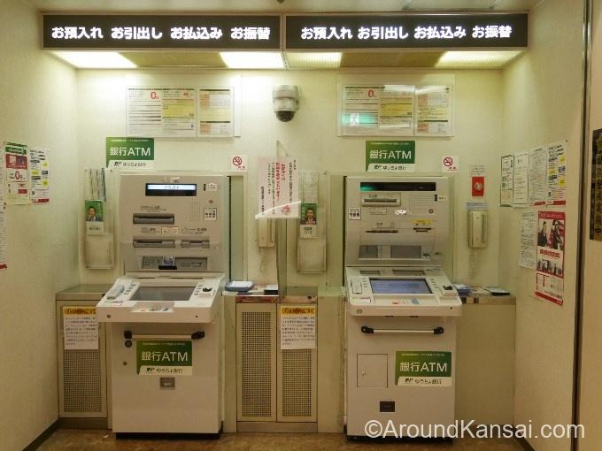 阪急茶屋町ビル内郵便局のATMコーナー