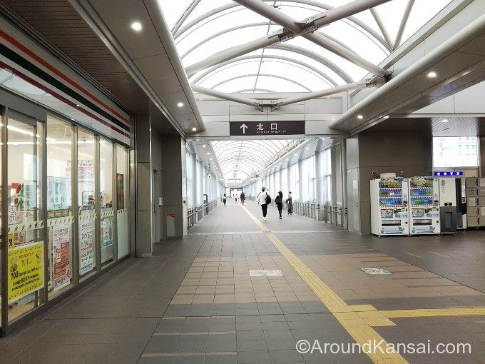 JR岸辺駅、北口への連絡通路