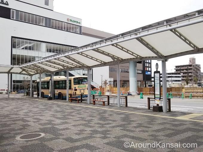 ビエラ1Fは阪急バス乗り場の先です